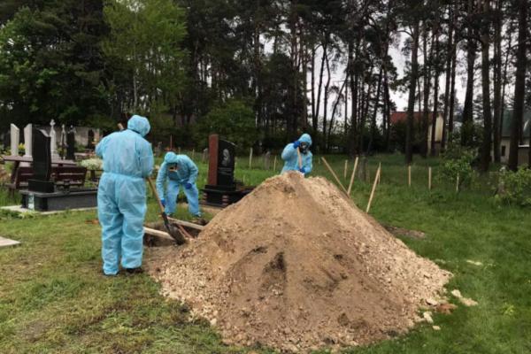 У Бродах поховали 40-річну жінку із коронавірусом