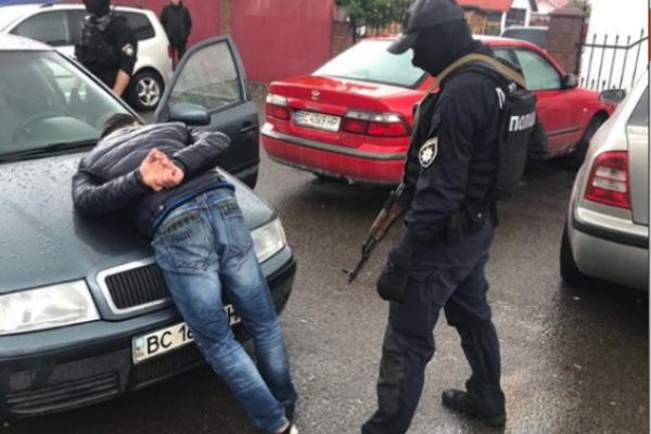 У Краківці та Шегинях затримали рекетирів, які вимагали данину з перевізників