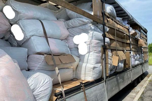 «Брендова контрабанда»: львівські митники виявили одяг вартістю півмільйона євро