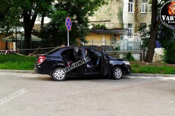 У Львові на парковці знайшли машину з трупом