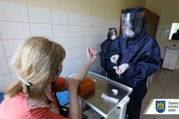 У Львові освітян тестують на COVID-19