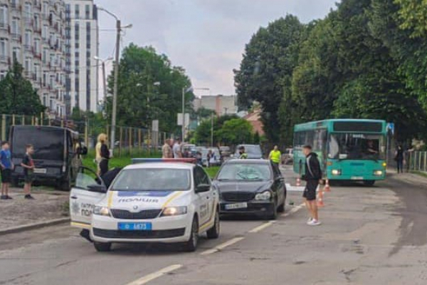 У Львові 9-річний хлопчик потрапив під колеса