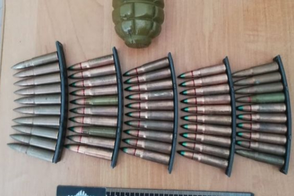 На Львівщині поліція викрила торговця гранатами і патронами