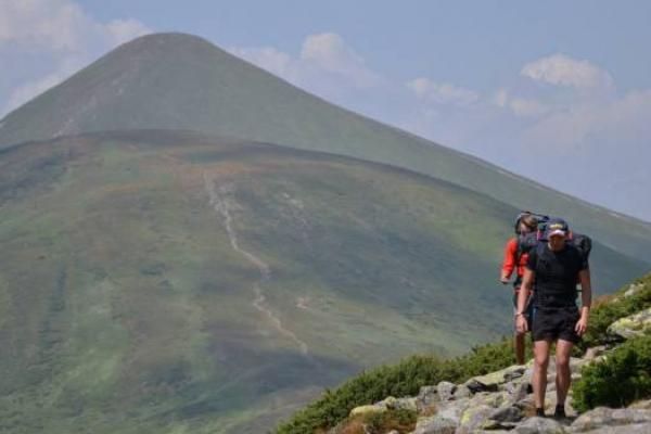 Рятувальники знайшли двох туристів, які заблукали в Карпатах