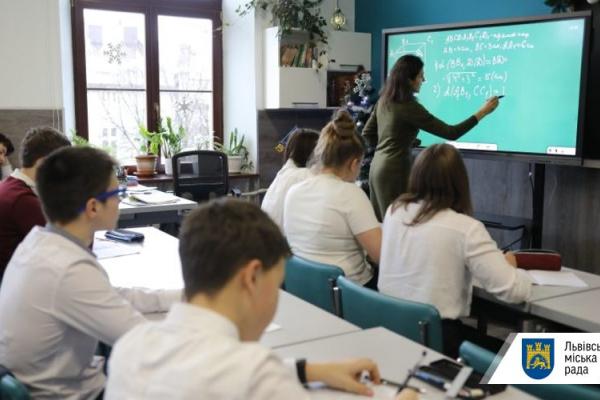 Вчителів Львова готують до можливого дистанційного навчання з 1 вересня