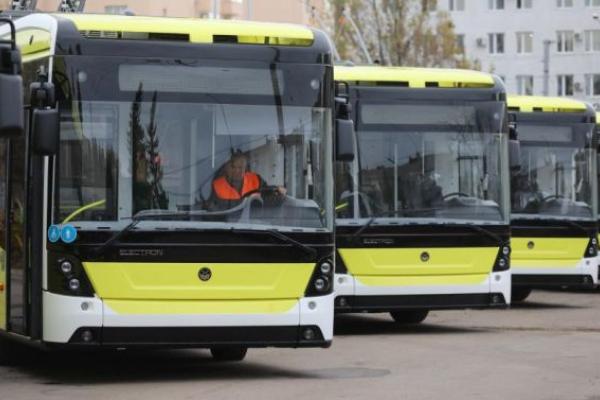У Львові розслідують наїзд тролейбуса на чоловіка
