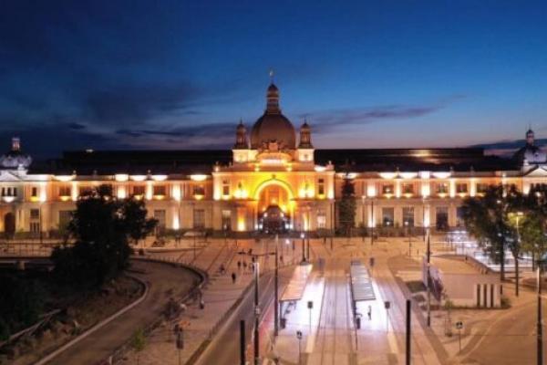 У Львові головний вокзал міста отримав нову підсвітку (Фото)