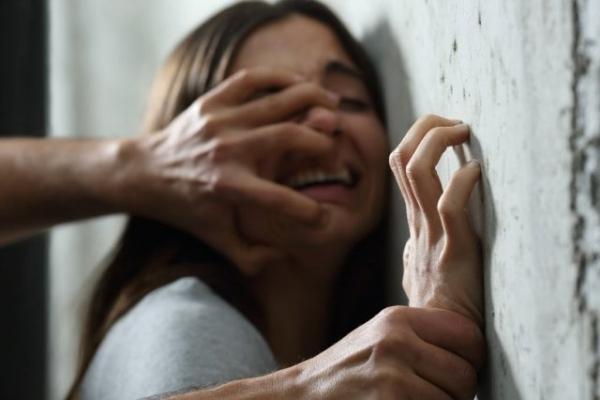 Жінка, на яку накинувся маньяк у Сихівському лісі, розповіла деталі нападу