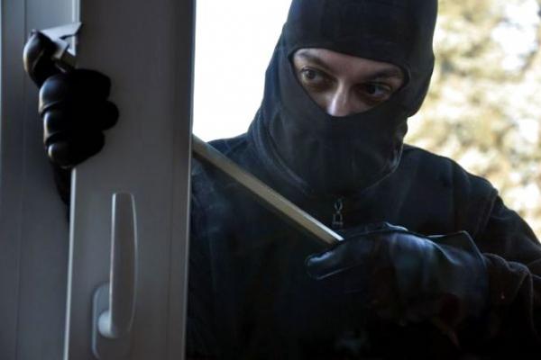 Самбірські прокурори обвинувачують місцевого мешканця у грабежі