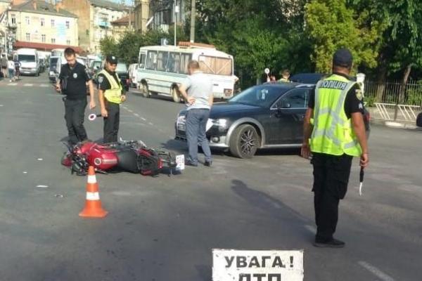 У Самборі внаслідок зіткнення з автомобілем постраждав 17-річний мотоцикліст