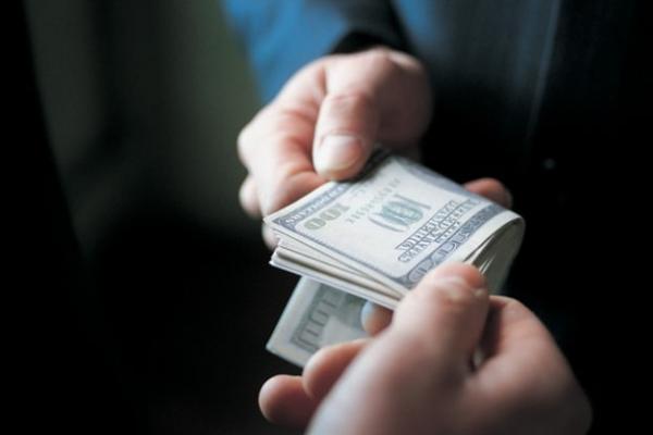 На лаві підсудних через 12 тис доларів США опинились митники з Волині