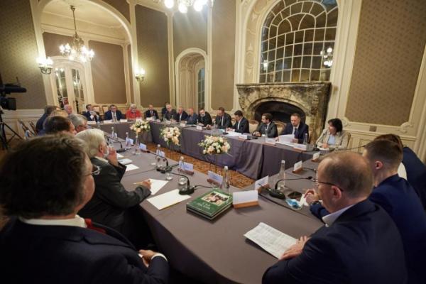 У Львові Зеленський зустрівся з представниками місцевих вишів