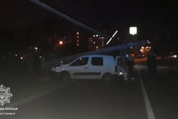 ДТП у Львові: п'яний водій в'їхав у стовп