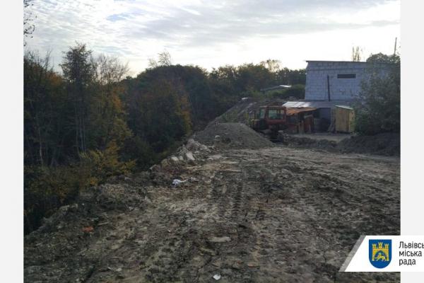 У Львові виявили ще два стихійні сміттєзвалища, одне – майже у центрі