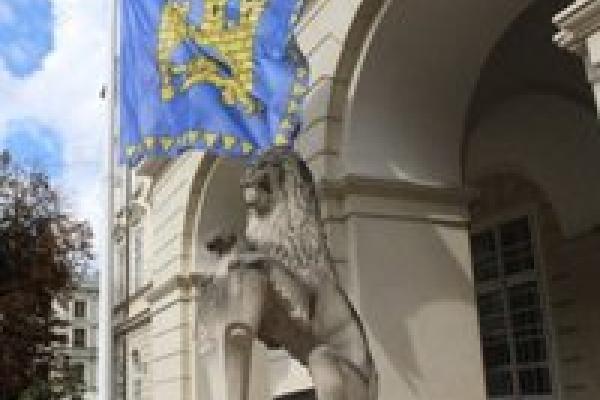 Які партії попередньо проходять до Львівської міської ради. Перелік