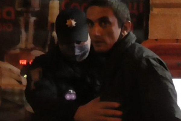 Поліцейські затримали чоловіка, який пограбував перехожого у Львові