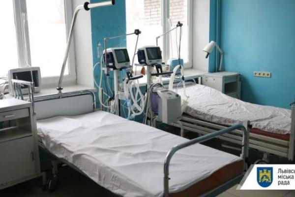 На території лікарні швидкої допомоги розгортають ще 300 ліжок для хворих з коронавірусом, - мер