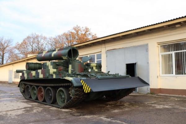 Українські військові отримали оновлений броньований тягач БТС-4 (Відео)