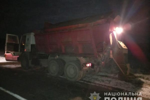 На Львівщині снігоприбиральна машина переїхала людину, яка лежала на дорозі