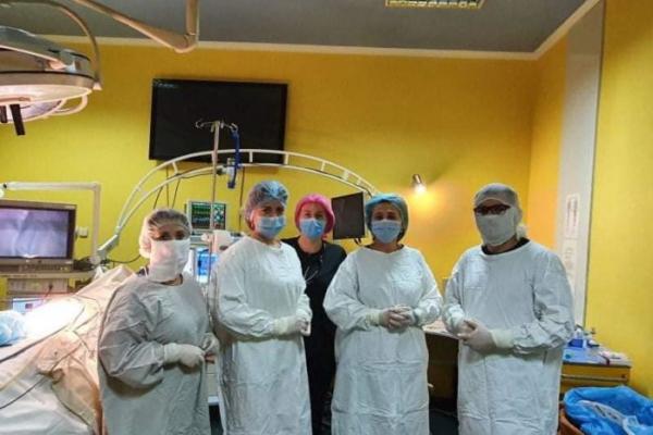 Львівські лікарі видалили у 14-річної дівчинки утворення вагою 5 кілограмів