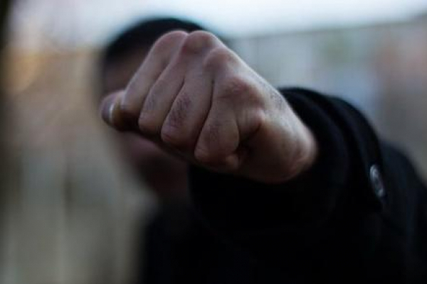 У Львові причетний до вчинення домашнього насильства чоловік напав на патрульного поліцейського