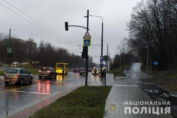 У Львові водій позашляховика збив пішохода