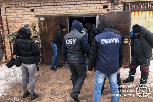 Виготовлення, збут та контрабанда наркотиків з Європи – 4 особам повідомлено про підозру