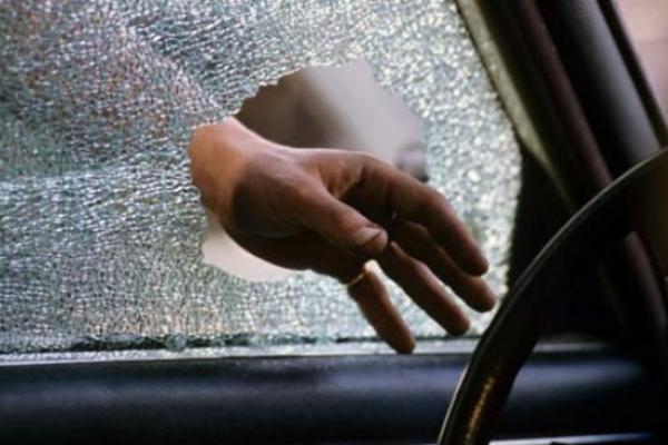 Нічні крадіжки з автомобілів: підозрюваного взяли під варту