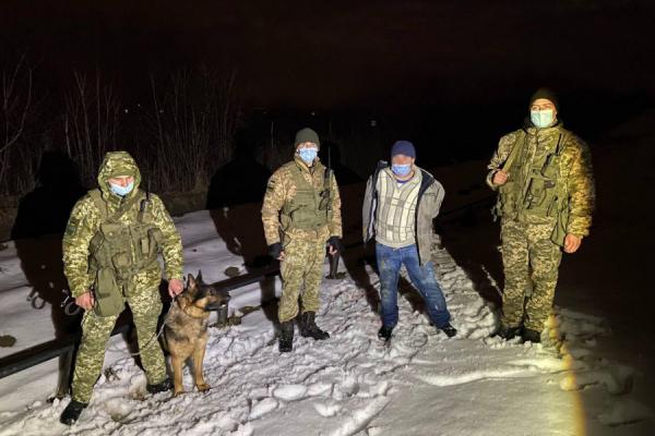 За 10 метрів до мети: львівські прикордонники затримали молдаванина-нелегала