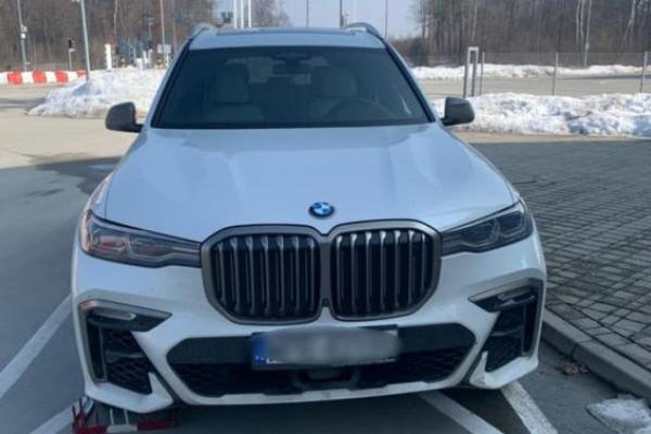 Крадений BMW 2019 року зупинили на кордоні Україна-Польща