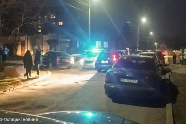 На Львівщині хлопець, який ледь не став жертвою гри Синій кит, поранив двох 15-ти річних дівчат