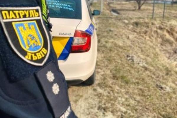 На Львівщині патрульні супроводили у лікарню 8-річного хлопчика, якого покусала собака
