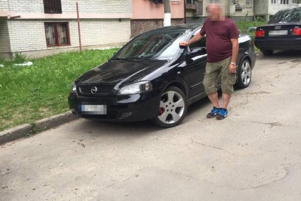 Львів'янин викликав поліцію, бо забув, де припаркував свій автомобіль