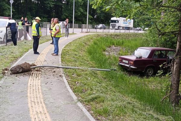 Неподалік Львова водій помер за кермом авто