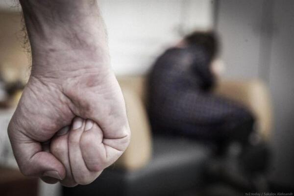 На Львівщині чоловік знущається над власною матір'ю