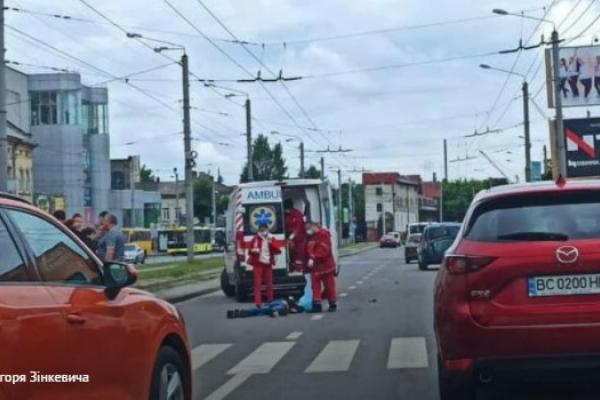 У Львові на пішохідному переході 21-річний водій на смерть збив чоловіка