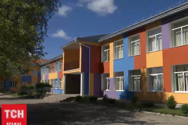 У Львівській області звільнили вчительку, яка погрожувала школяреві ножем