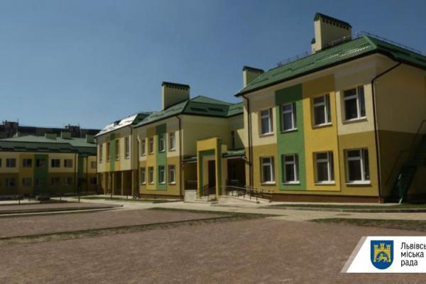У Львові директорам шкіл підвищили зарплату до 1 тисячі доларів