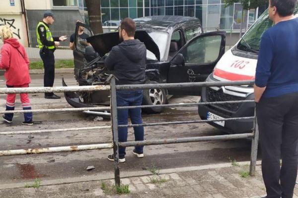 У Львові автомобілі після зіткнення перетворилися на купу металобрухту