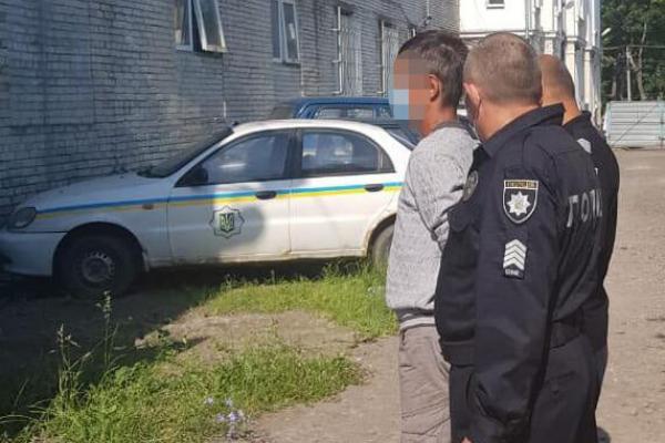 На Львівщині чоловік вдарив ножем рідного брата