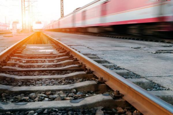 На Львівщині потяг протаранив автівку, є загибла