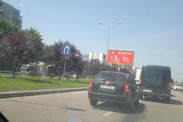 У Львові штучно закорковують вулицю Наукову (Фото)