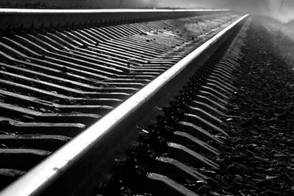 У Львові вантажний потяг смертельно травмував невідому жінку