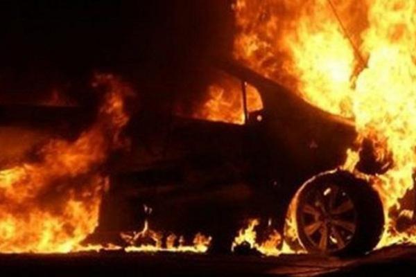 На вулиці Пекарській у Львові згоріло три автомобілі (Відео)