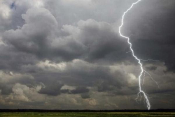 Негода знеструмила майже 50 населених пунктів Львівщини