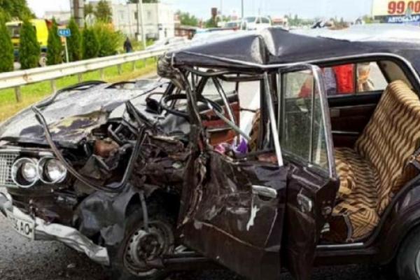 Біля Стрия у ДТП загинув водій і травмувалася 14-річна пасажирка ВАЗ (Фото)