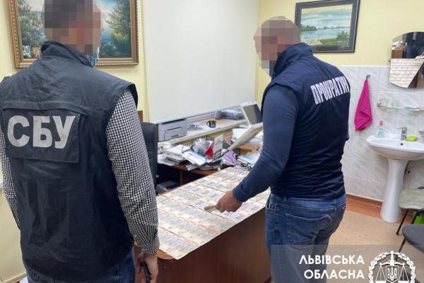 65 тис грн хабара від пенсіонера за операцію на серці – викрито заввідділення кардіологічного центру у Львові
