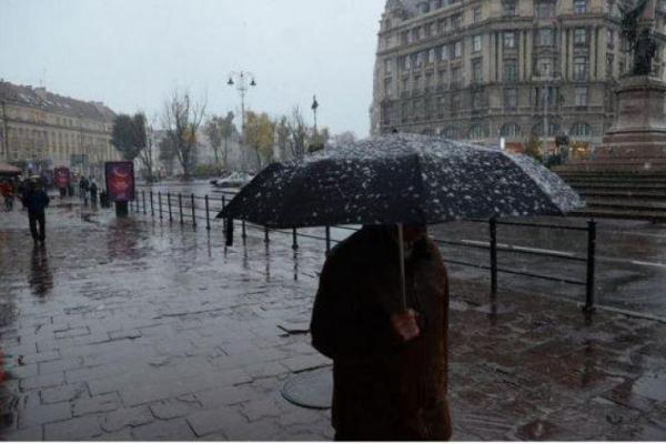 Львів'ян попередили про грози та шквальний вітер