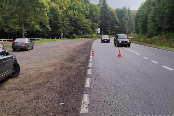 Смертельна автоаварія на Львівщині: водій «Тойоти» в'їхав у бетонні блоки та дерево