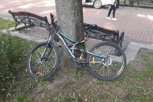 Загрожує 5 років в'язниці: у Львові велосипедист влетів у молоду жінку